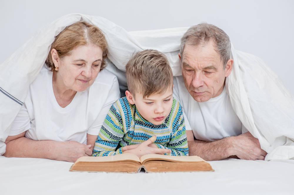 ¿Por qué son ta importantes los abuelos en la infancia?