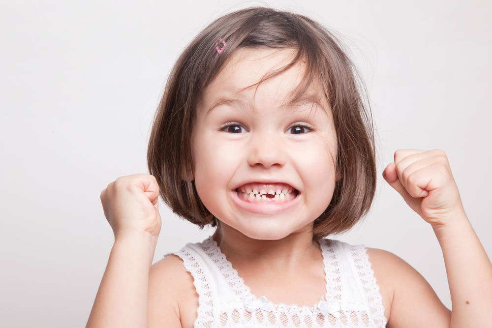 La salida y caída de dientes en la infancia
