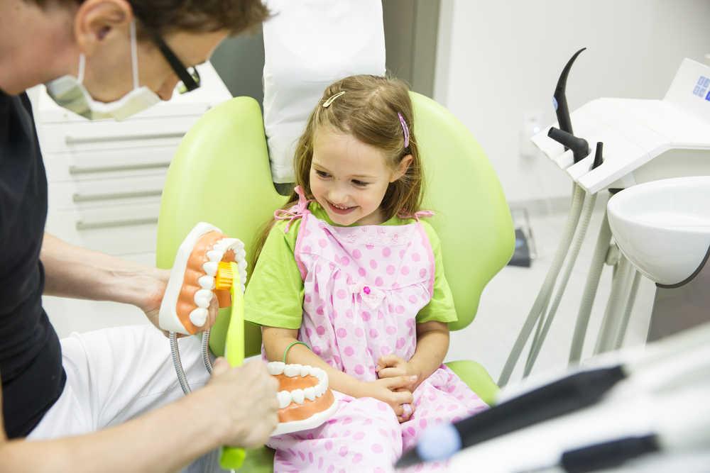 Cómo elegir el mejor dentista para tu hijo